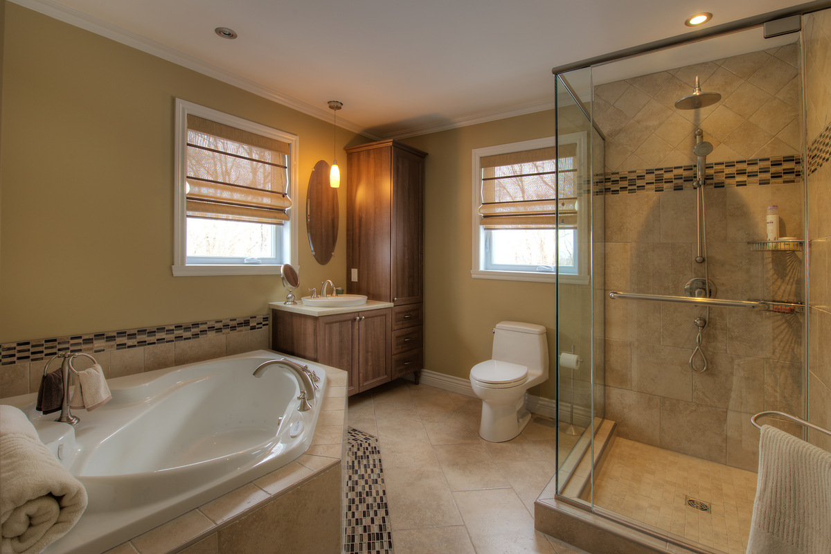 Residential projects lorraine masse designer int rieur for Habillage fenetre salle de bain